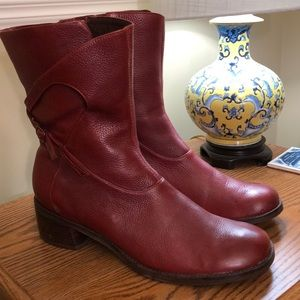 Final price NWOT Clark's red short boots - size 10